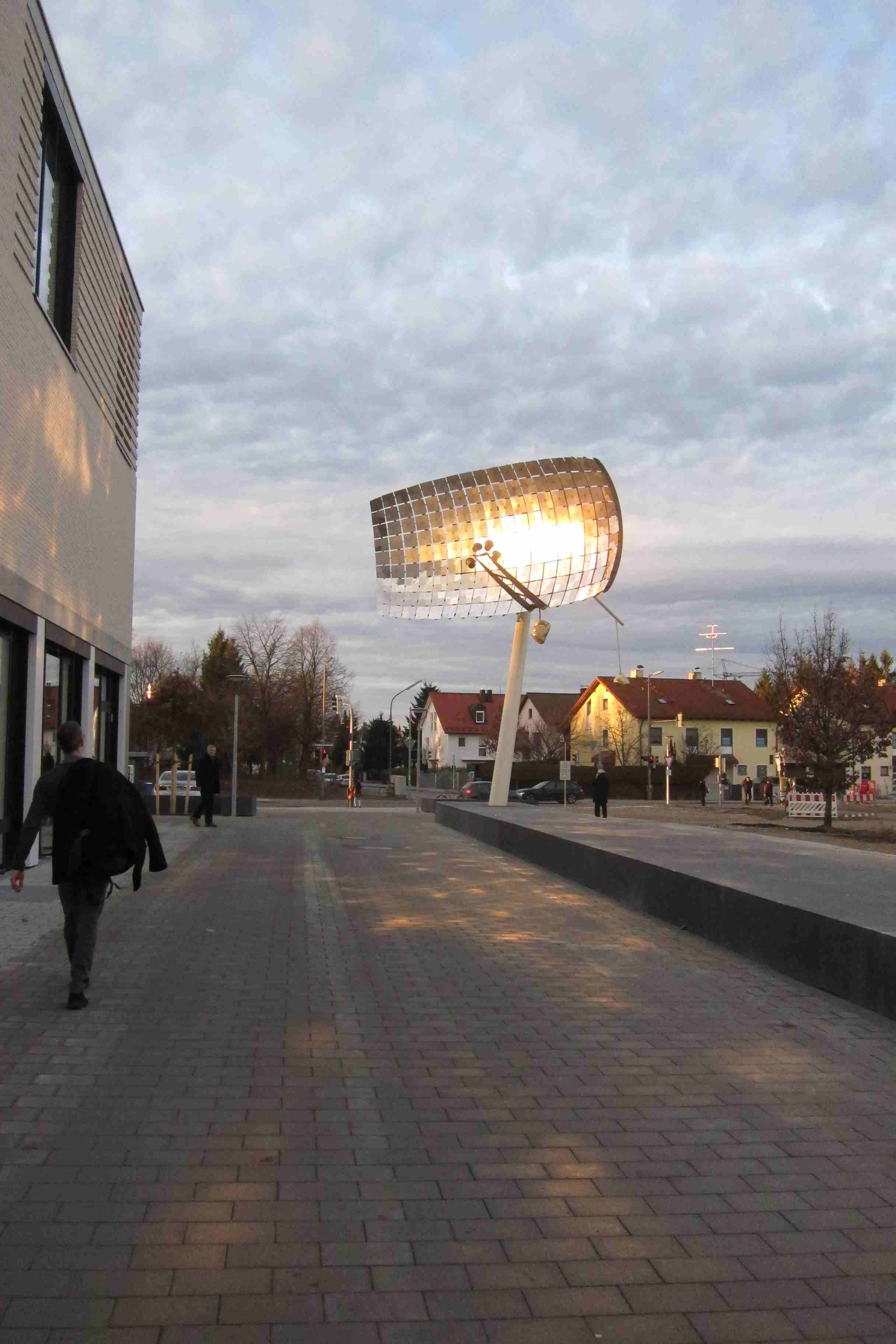 "Public Art: ""Platz an der Sonne"" - Sculpture with Light Reflections - Photo: Gabriele Obermaier"