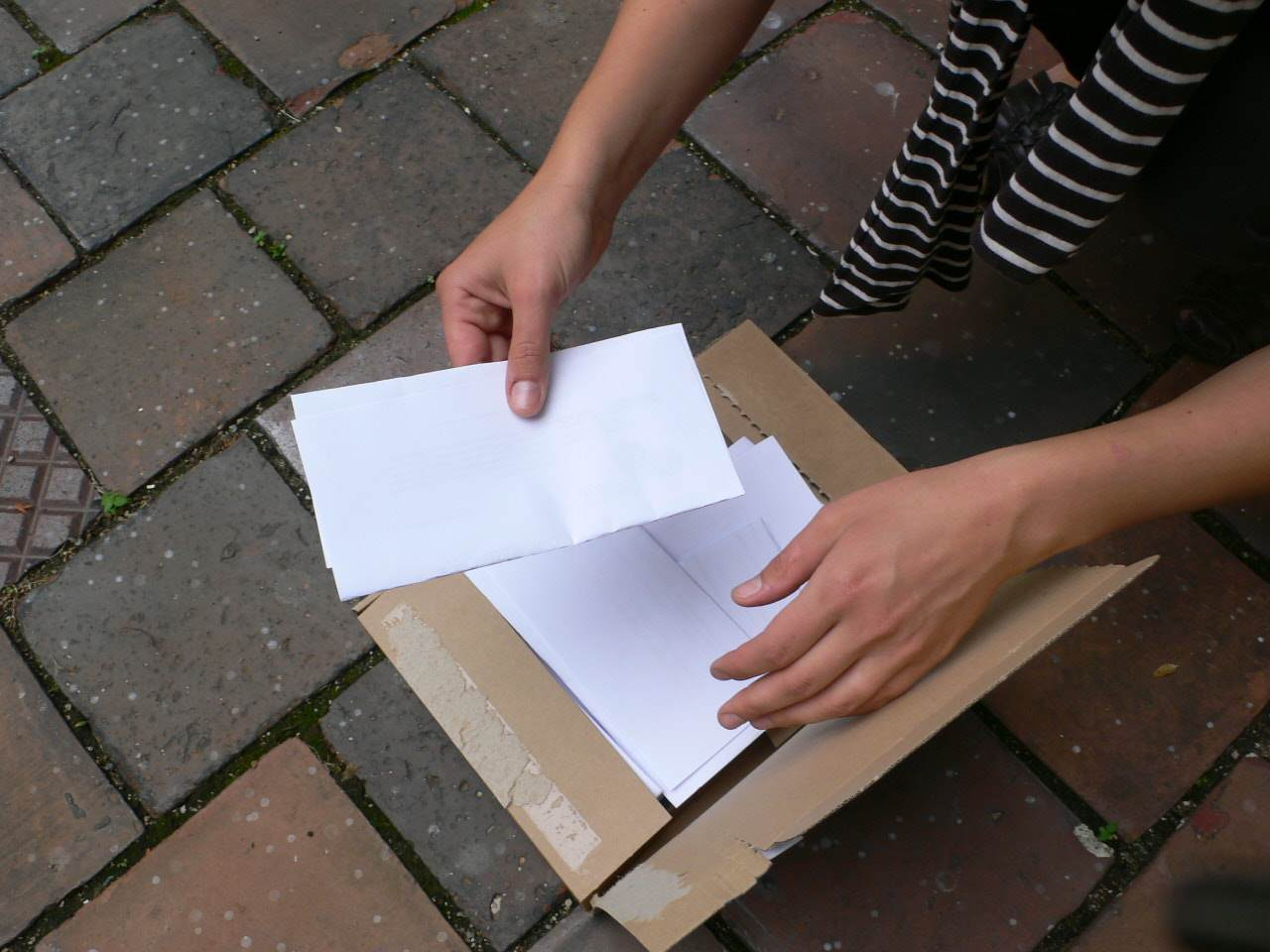 Ziehen des/der Gewinner/in / Drawing The Name Out Of The Box